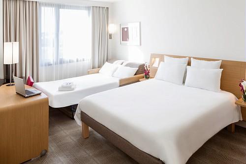 chambre-famille-lit-double-et-canape-lit-2